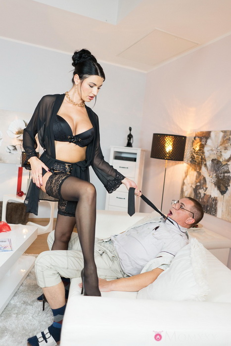 MomXXX.com SexyHub.com: Milf Sex Goddess's squirting orgasm Starring: Ania Kinski