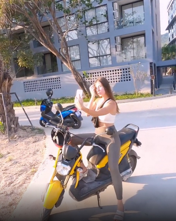 DickForLily - Tourist Fell for my Motorbike and got Hot Sex and Cum on her Chest (2021 Chaturbate.com) [FullHD   1080p  472.49 Mb]