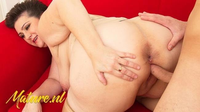Milf Curves - Big Ass MILF Spreads her Legs for a Big Cock (2021 MilfCurves) [FullHD   1080p  193.44 Mb]