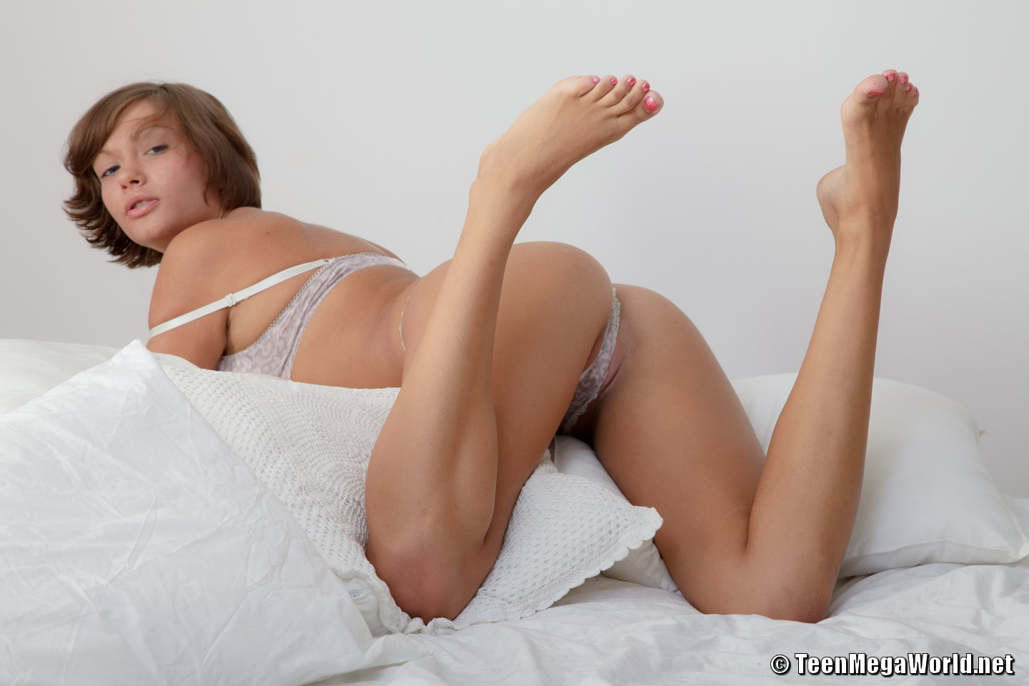 Meddie Masturbation Pics Barefoot On Bed Removing Lingerie To Be Nude